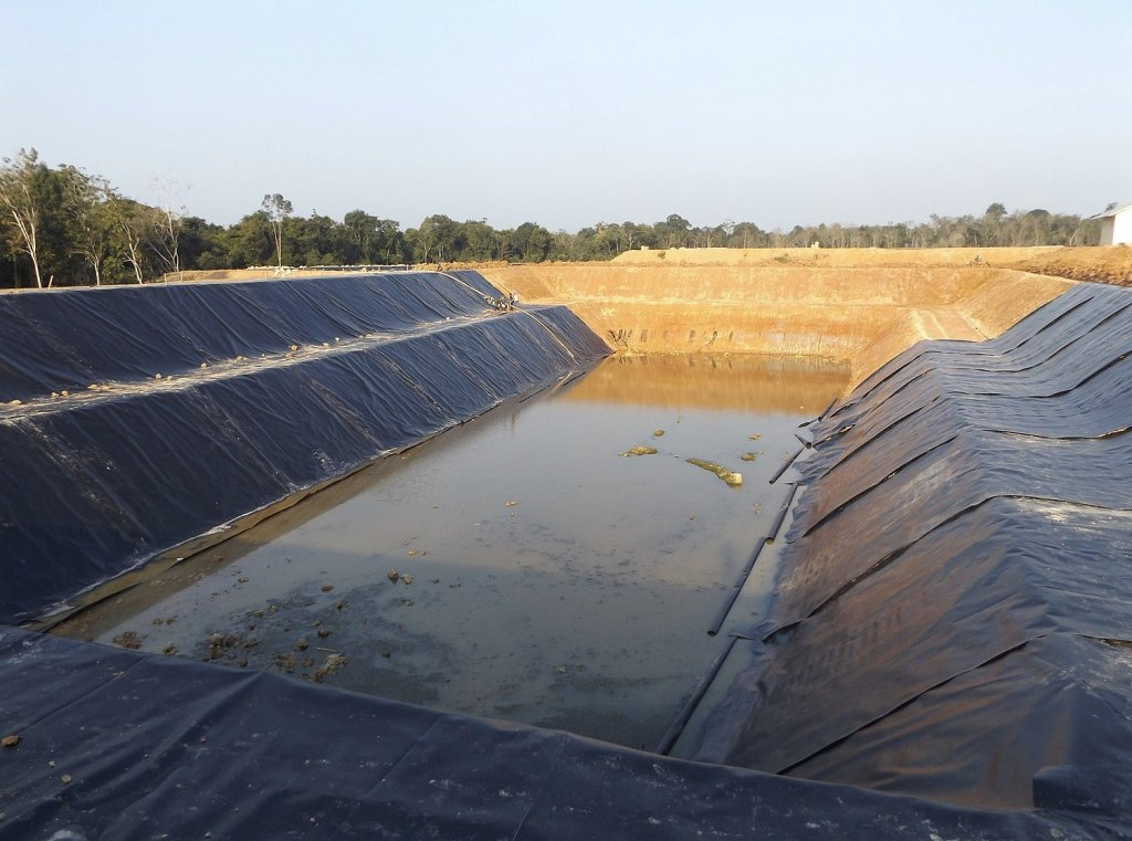 More and more geomembrane manufacturers are adding masterbatches to the virgin resin
